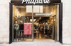 PPT Interiorismo Barcelona | Philpark Lleida | PPT Interiorismo Barcelona Showroom Design, Home Decor, Paper Envelopes, Interiors, Decoration Home, Room Decor, Interior Decorating