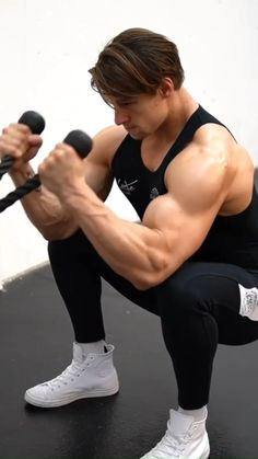 Big Biceps Workout, Push Workout, Ripped Workout, Gym Workout Videos, Gym Workout For Beginners, Shoulder Workout Routine, Academia Fitness, Martial Arts Workout, Gym Tips