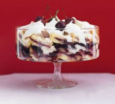 Mary's Royal Cherry Trifle ~ homemade custard over store-bought Madeira cake {sponge} with Kirsch, cherries, jam, ratafia or amaretti biscuits {cookies}, and fresh whipped cream Cherry Trifle Recipes, Trifle Desserts, Delicious Desserts, Dessert Recipes, Dessert Trifles, Dessert Dishes, Yummy Food, Nutella, Broken Biscuits