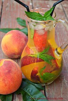 CAIETUL CU RETETE: Limonada de piersici