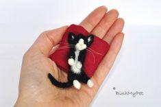 needle felted cat kitten  cute sleeping kitten  with by BinhMyPet, €35.00