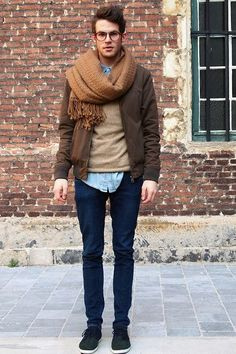 Read on to know about the three different ways men can style their crew neck sweater and look cool and stylish this winter. Hipster Grunge, Grunge Goth, Fashion Moda, Mens Fashion, Fashion Menswear, Style Fashion, Moda Geek, Street Style Vintage, Brown Bomber Jacket