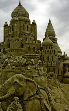 I was one of 15 sculptors working on this scene that took a month to carve. This tall sand sculpture is part of the Remal International Sand S. Seige at The Sultans Palace Snow Sculptures, Sculpture Art, Ice Art, Beach Art, Beach Play, Snow Art, Grain Of Sand, Land Art, Art Festival