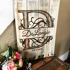 Special dates sign for your family name. The artwork is wood burned onto rustic reclaimed wood. Personalized signs really make my heart happy �#BoutiqueBarn #boutiquebarnonetsy #farmhousedecor #diningroomdecor #largewoodwallart #largewoodwalldecor #recl