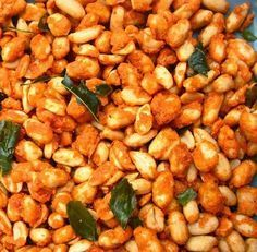 Resep Kacang Goreng Pedas Manis Lebaran Snacks Dishes, Spicy Dishes, Savory Snacks, Peanut Recipes, Baby Food Recipes, Snack Recipes, Cooking Recipes, Indonesian Desserts, Indonesian Food