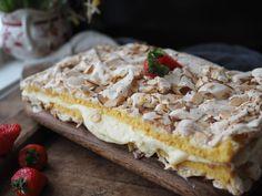 Kvæfjordkake: The World's Best Cake (Verdens Beste) - North Wild Kitchen Norwegian Food, Norwegian Recipes, Norwegian Cake Recipe, Cake Recipes, Dessert Recipes, Meringue Cake, Scandinavian Food, Sliced Almonds, Sponge Cake