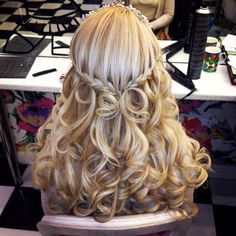 Amazing Long Curly Blonde Hairstyle. wish my hair woul keep a curl like this.