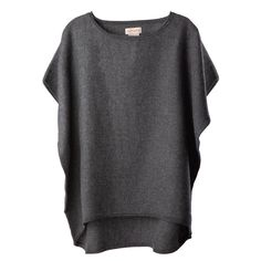This sweater is unexpectedly essential and quintessentially Cuyana. The spacious silhouette flows seamlessly with the warm, whispery softness of its ample 100% baby alpaca wool. Layered or on its own, this signature piece pairs perfectly with your favorite skinny jeans or leggings for an effortlessly elegant, impeccably finished look.