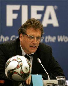 """""""FIFA não é responsável pelos problemas sociais do Brasil"""" diz Jerome Valcke"""