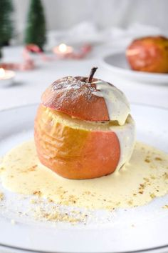 Classic baked apple with vanilla sauce and marzipan nut filling - Classic baked apple Simple and delicious recipe for classic baked apple with homemade vanilla sauce - Apple Recipes Easy, Apple Dessert Recipes, Dessert Sauces, Dessert Parfait, Vanilla Sauce, Easy Cake Decorating, Homemade Vanilla, Homemade Breads, Baked Apples