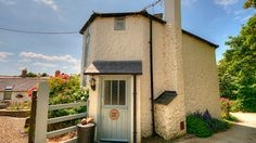 Roundhouse - sleeps 4 Self Catering Cottages, Local Pubs, Holiday Accommodation, Round House, Bude, Country Estate, Dog Friends, Glamping, Outdoor Structures