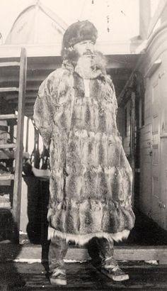 Alaska Musher.    http://www.old-picture.com