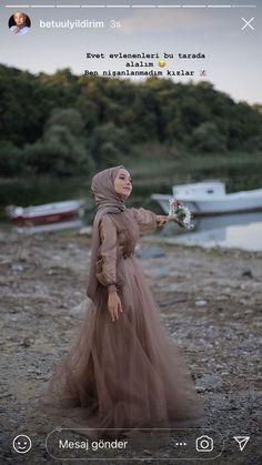 The word conjures up images of gorgeous Muslim girls with pretty scarves . Tesettür Gelinlik Modelleri 2020 - Tesettür Modelleri ve Modası 2019 ve 2020 Elegant Wedding Dress, Elegant Dresses, Wedding Gowns, Hijab Fashion, Fashion Dresses, Muslimah Wedding Dress, Hijab Dress Party, Hijab Stile, Simple Hijab