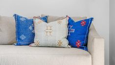 Decorative pillows can be tricky to clean. Check out how to clean them with ease. House Cleaning Tips, Cleaning Hacks, Sleep Quality, Perfect Pillow, Clean Up, Clean House, Decorative Pillows, Water Damage, Restoration