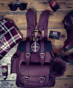 Fashion style for purple lovers, so beautiful Cute Mini Backpacks, Stylish Backpacks, Girl Backpacks, Guess Handbags, Purses And Handbags, Fashion Bags, Fashion Backpack, Back Bag, Cute Purses
