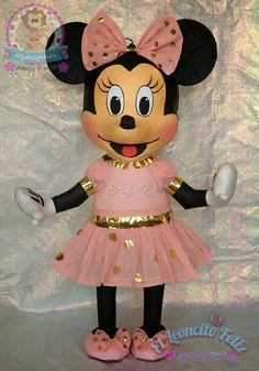 Golden and pink Minnie mouse piñata Mickey Mouse Pinata, Minie Mouse Party, Minnie Mouse Decorations, Minnie Mouse Theme Party, Mouse Parties, 2 Year Old Birthday Party, Birthday Pinata, Carnival Birthday Parties, Minnie Birthday