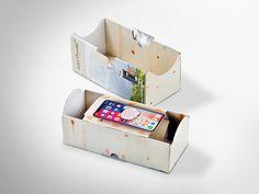 Präsentative Verkaufsverpackung für Handy-Strahlenschutz mit Zirbenholz. Offsetkaschiert. • #Dinkhauser #offset #packaging #wellpappe #nachhaltig #plasticfree #keinplastik #klimaneutral #recycling #verkaufsverpackung #verpackungsdesign Magazine Rack, Recycling, Storage, Home Decor, Packaging Design, Spot Lights, Creative, Purse Storage, Decoration Home