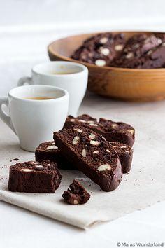 {scroll down for the English version} Heute wird's italienisch! Ich komme nämlich mit ein paar hübschen, schokoladigen Biscotti um die... weiterlesen