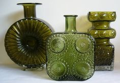 Aurinko Sun vase by Helena Tynell. Grapponia vase by Nanny Still. Kehra vase by Tamara Aladin -Vintage Finnish Glass Green Glass Bottles, Glass Jars, Art Of Glass, Glass Ceramic, Bottle Art, Antique Glass, Glass Design, Oeuvre D'art, Retro