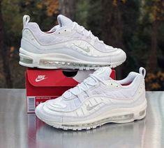 sneakers for cheap a3347 70c64 Nike Air Max 98 Triple White Pure Platinum 640744-106 Men s Size 8.5  Nike
