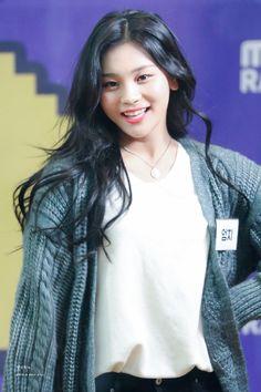 Your Daily GFriend Kpop Girl Groups, Korean Girl Groups, Kpop Girls, Kim Ye Won, Cloud Dancer, G Friend, Fandom, Entertainment, Beautiful Asian Girls