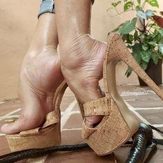 Sexy Legs And Heels, Sexy High Heels, Strappy Heels, Gorgeous Heels, Beautiful Legs, Frauen In High Heels, Feet Show, Female Feet, Platform High Heels