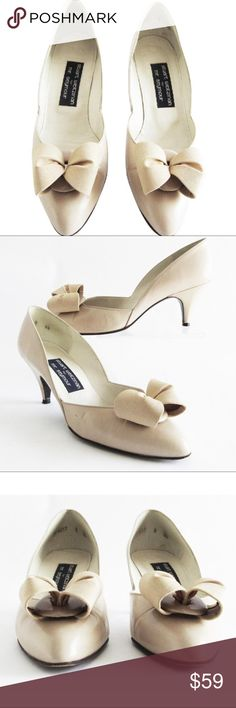"""STUART WEITZMAN For Mr Seymour Nude Leather Bow STUART WEITZMAN For Mr Seymour Nude Grosgrain Bow Pumps/Heels Leather 8.5 B Leather soles Heels: 3"""" **Pre-owned, the right shoe heel has a couple of dings in the leather and light scuffs, overall beautiful shoes . Please review the pictures. No Trades Stuart Weitzman Shoes Heels"""