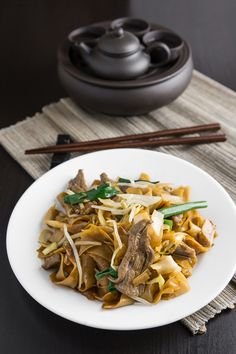 Forget the Chinese takeout and make this yourself at home. Easy, authentic, delicious! NomRecipes.com