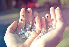 Se a vida é um TICO DE TUDO, quantos ticos devemos ter para ter um todo? Nunca saberemos, pois o todo nada mais é do que a busca eterna do pleno, um estado de graça e um desejo de ser feliz a cada …