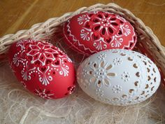 Easter eggs or Kraslice, contemporary (Slovakia) Egg Crafts, Easter Crafts, Diy And Crafts, Art D'oeuf, Egg Shell Art, Carved Eggs, Egg Tree, Easter Egg Designs, Ukrainian Easter Eggs