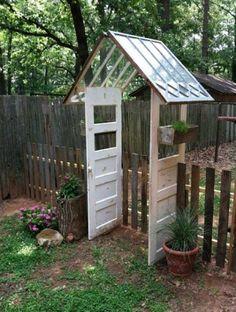 Reused Windows and Doors make a Gate Creative Repurposed Old Door Ideas Projects For Your Backyard Diy Garden Fence, Pallets Garden, Garden Gates, Diy Garden Decor, Garden Art, Garden Design, Garden Doors, Gravel Garden, Dream Garden