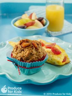 Sunshine Peach Muffins - To reduce cooking time the day of, make the sunshine peach muffins 1-2 days in advance and serve with a fresh Cheddar Cherry Tomato Omelet. #nutfree #vegetarian #breakfast #recipe #produceforkids #healthy