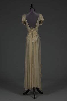 Auction of Wallis Simpson's collection. night dress
