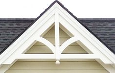 Decorative house trim - House and home design Cottage Exterior, Exterior Trim, Exterior House Colors, Exterior Design, Corbels Exterior, Gable Trim, Gable Roof, House Trim, Exterior Remodel