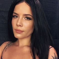 """Halsey Covers Charlie Puth's """"Attention"""" Our current obsession? Halsey's rendition of Charlie Puth's hit single, """"Attention""""! The singer performed the cover live in the Elvis Duran Performing Arts Center and weR… Charlie Puth, Ombre Hair, Weave Hairstyles, Cool Hairstyles, Bob Braids, Jumbo Box Braids, Natural Hair Styles, Long Hair Styles, Goddess Braids"""