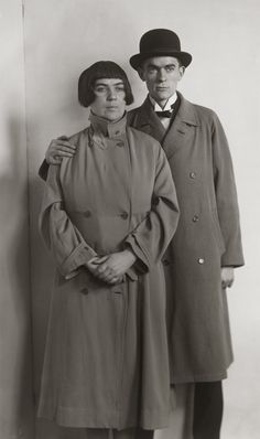 August Sander, The Painter Couple [Marta Hegemann and Anton Raderscheidt], about 1925 History Of Photography, Vintage Photography, Photography Poses, August Sander, Anton, Crooked Face, Diane Arbus, Types Of Painting, Documentary Photographers
