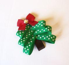 árbol con cinta navideña