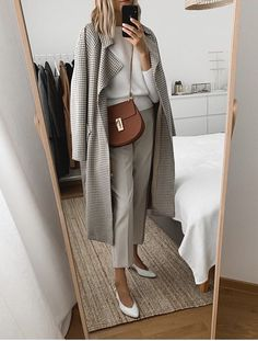 Neutral outfit Isnt this the perfect Sunday look? Work Fashion, Modest Fashion, Fashion Looks, Fashion Outfits, Womens Fashion, Style Fashion, Parisian Fashion, Bohemian Fashion, Fashion Clothes