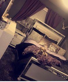 F•@IAMDESS 🌸 Closet Bedroom, Gold Bedroom, Glam Master Bedroom, Room Ideas Bedroom, Teen Bedroom, Bedroom Inspo, Glamour Bedroom, Home Decor Bedroom, Girl Bedrooms
