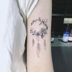 tatouage de femme tatouage attrape r ve new school sur bras pinterest tatouages femme. Black Bedroom Furniture Sets. Home Design Ideas