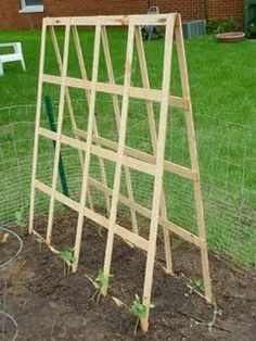DIY - Folding Trellis. Pinned a couple different ones of these. Need them for cukes and maybe beans or peas...