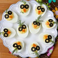 Recipes That Put a Healthy Spin on Deviled Eggs : Chirp, Chirp Deviled Eggs - so cute for easter! When you ditch the mayo-heavy classic version and swap in one of these healthy remixes, you can safely indulge in deviled eggs without the guilt. Healthy Deviled Eggs, Easter Deviled Eggs, Best Deviled Eggs, Deviled Eggs Recipe, Easter Recipes, Egg Recipes, Healthy Recipes, Mexican Recipes, Pizza Recipes