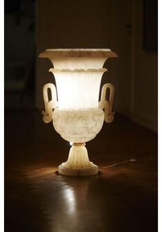 Trend FANTASTISK ITALIENSK OVERSIZE MARMOR VASELAMPE Stor marmorvase med installeret lys Lampen er fra Italien og