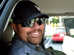 Listen to music from Toby Keith like Should've Been A Cowboy, Beer For My Horses & more. Find the latest tracks, albums, and images from Toby Keith. Country Musicians, Country Music Artists, Country Singers, Beautiful Men Faces, Gorgeous Men, Number One Song, The Band Perry, Country Men, Music Tv
