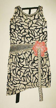 Evening dress, French, Photo: Metropolitan Museum of Art Costume Institute, New York. 20s Fashion, Art Deco Fashion, Fashion History, Timeless Fashion, Love Fashion, Retro Fashion, Vintage Fashion, Victorian Fashion, Fashion Shoes