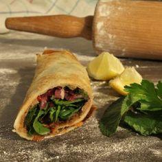 lahmacun (Türkische Pizza) Ein Klassiker der türkischen Küche, dem wir nicht widerstehen können.