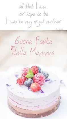 Vegan & GlutenFree Raw Cheesecake perfetta per la Festa della Mamma. Sana, fresca, primaverile e golosa. Senza zuccheri raffinati, ma ricca di cremosità e delicatezza. Con cocco, frutti di bosco e lavanda | The perfect Raw Vegan Glutenfree Cheessecake to celebrate Mother's Day. Amazingly creamy and delicate, this coconut, berries and levender cake is the perfect treat for any occasion #vegan #glutenfree #raw