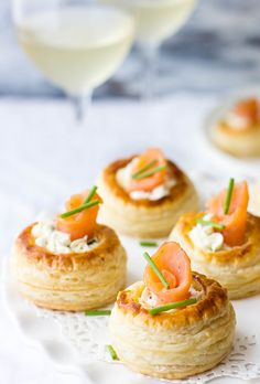 Smoked Salmon Puff Pastry appetizer (Vol Au Vents) are fancy and so so good. This Smoked Salmon Puff Pastry appetizer (Vol Au Vents) are fancy and so so good. Puff Pastry Appetizers, Seafood Appetizers, Puff Pastry Recipes, Yummy Appetizers, Appetizers For Party, Appetizer Recipes, Puff Pastries, Seafood Pizza, Pizza Recipes