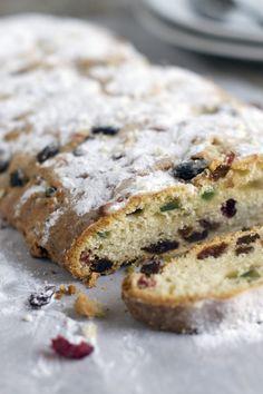 Kerststol. Maar dan een hele makkelijke, dit brood hoeft namelijk niet te rijzen. Ideaal als je niet zoveel tijd (of geduld) hebt. Recept via BrendaKookt.nl