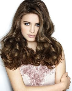 Welcome and embrace 2014 with new Runway-inspired Spring Hairstyles. These natural hair styles may include ponytails, muddled buns, half up . Spring Hairstyles, Hairstyles With Bangs, Pretty Hairstyles, Girl Hairstyles, Glamorous Hairstyles, Model Hairstyles, Hairstyle Pictures, Amazing Hairstyles, Christmas Hairstyles